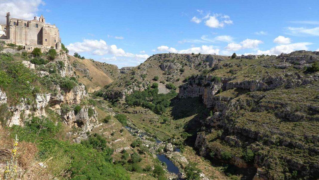The canyon in the Parco della Murgia Materana, credits Superchilum under c.c 4.0 licence