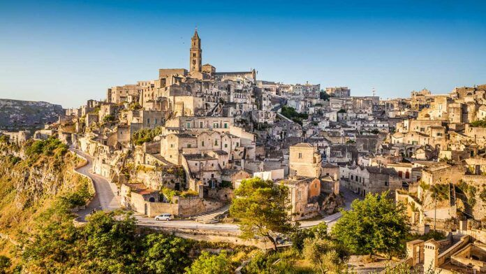 Panoramic view of the Sassi in Matera (c) Canadastock/Shutterstock.com