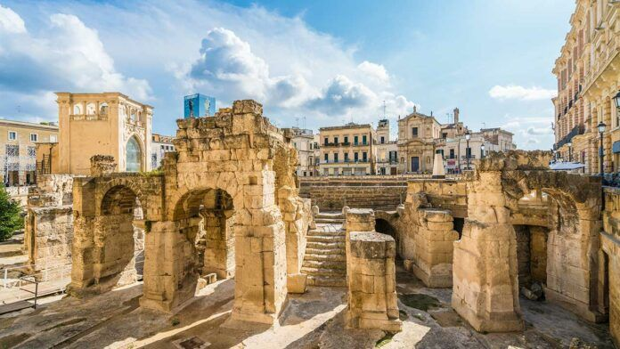 Ruins of ancient Lecce (c) Balate Dorin/Shutterstock.com