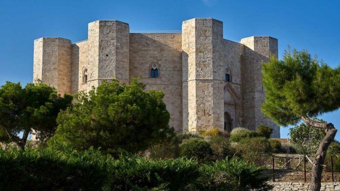 A close-up of Castel del Monte, photo credits Volker Glätsch