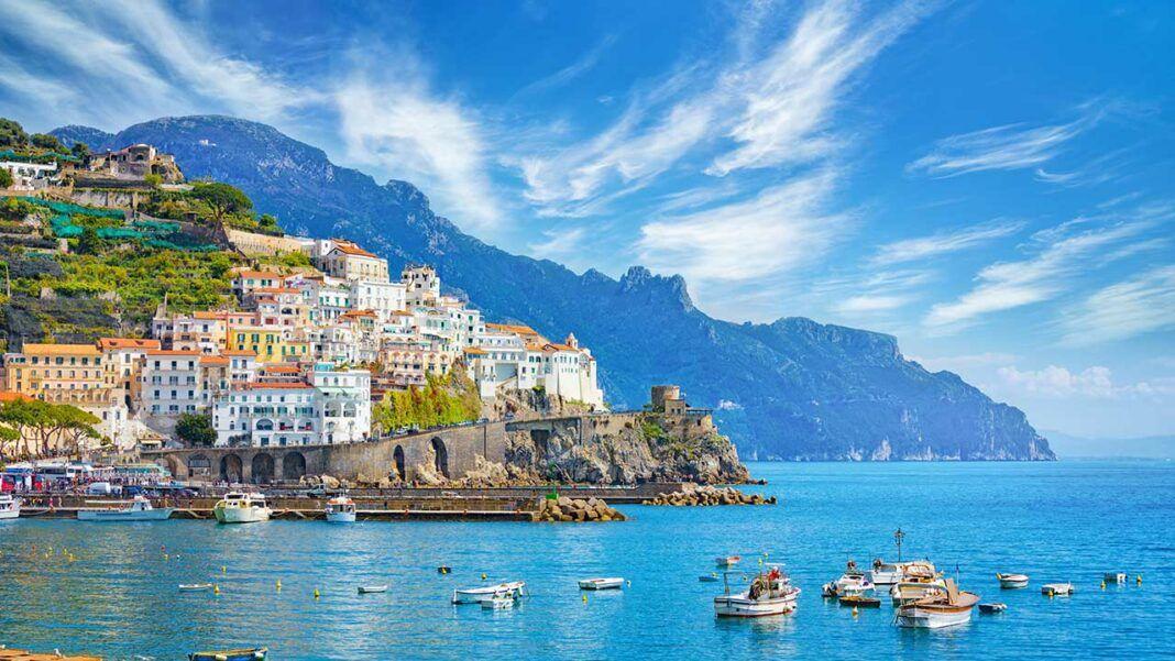 Amalfi (c) IgorZh / Shutterstock.com