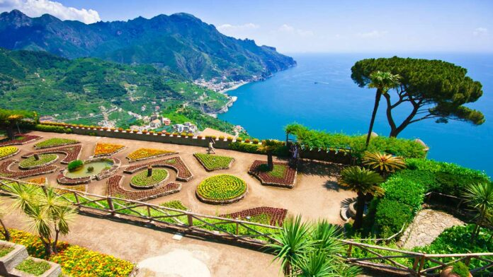 Ravello (c) iacomino FRiMAGES / Shutterstock.com