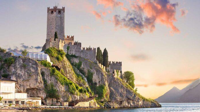 The Scaliger Castle in Malcesine (c) xbrchx / Shutterstock.com