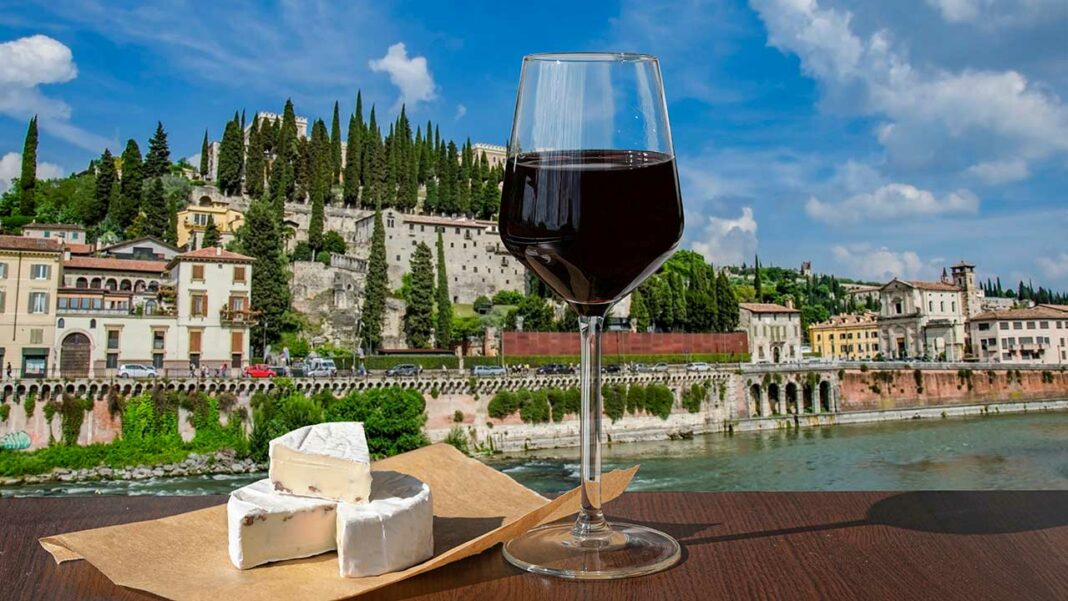 Verona's typical products, with the Roman ruins in the background (c) Maria Vonotna / Shutterstock.com