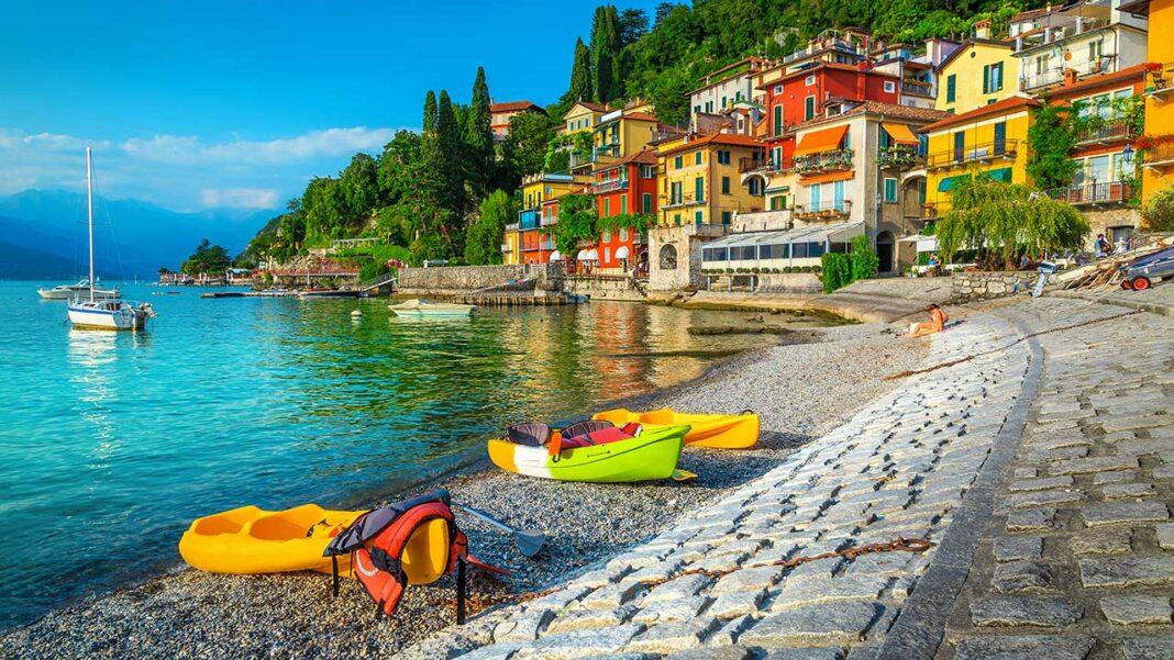 Kayaks in Varenna, on the shores of Lake Como (c) Gaspar Janos/Shutterstock.com